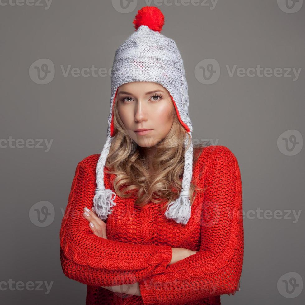 mulher bonita vestindo roupas de inverno. foto
