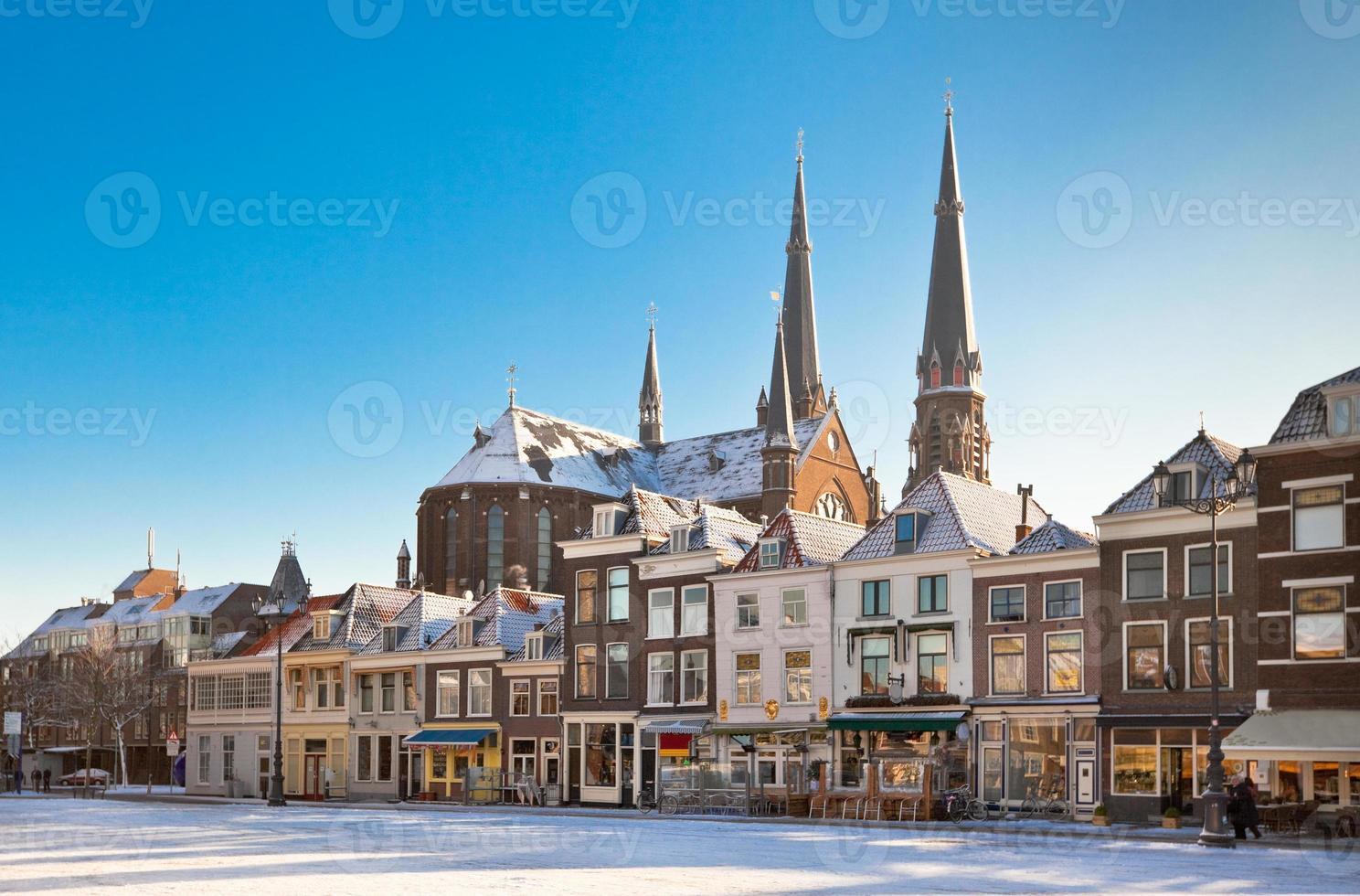 praça principal de Delft no inverno foto