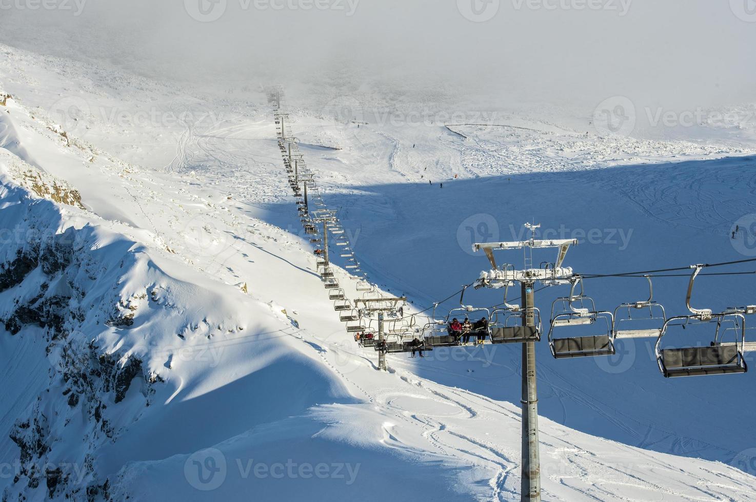 montanhas com neve no inverno, foto