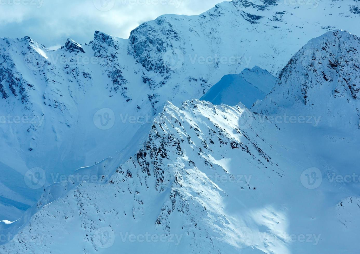 Silvretta Alpes vista de inverno (Áustria). foto