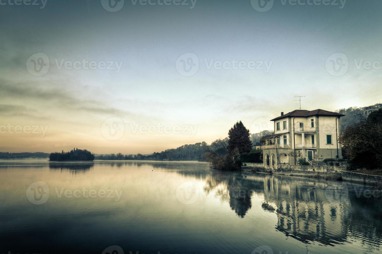 lago místico foto