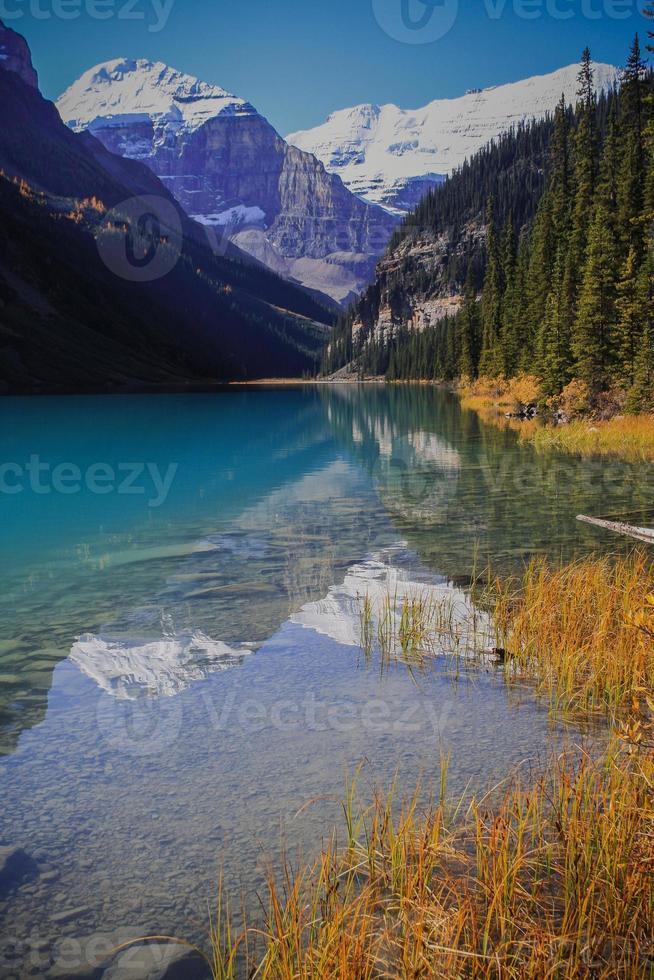 reflexão da montanha foto