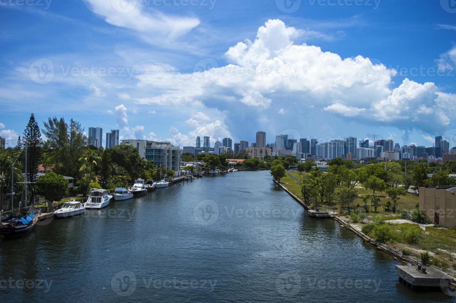 miami river & skyline foto