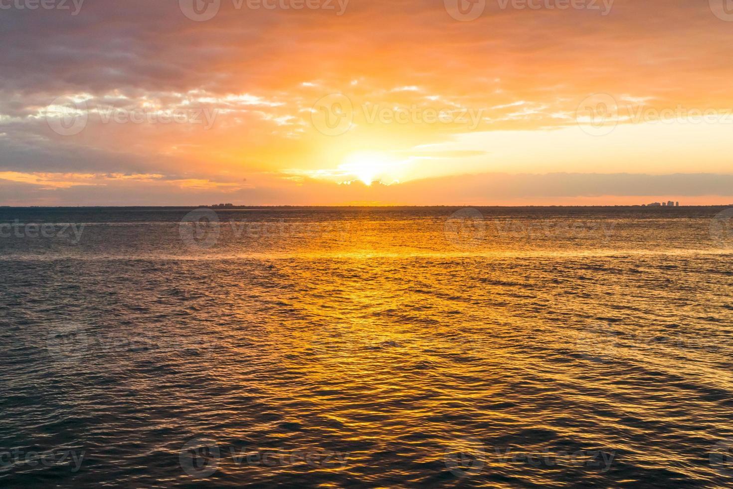 pôr do sol em miami beach foto