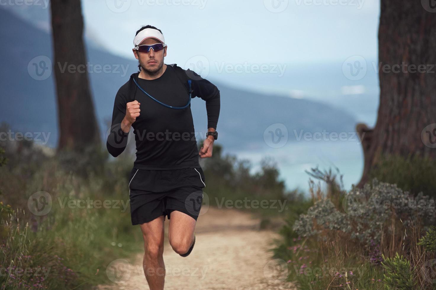 homem de aptidão correndo foto