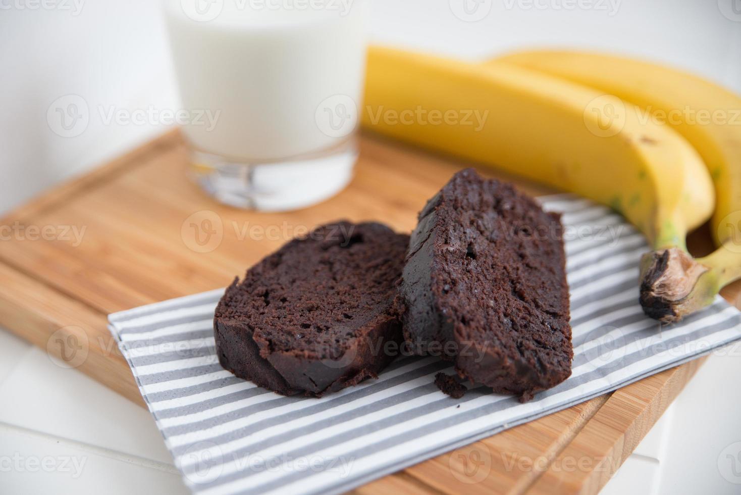 pão de banana e chocolate foto