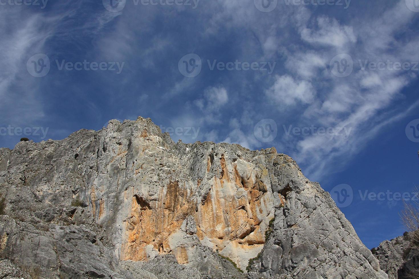 """desfiladeiro parque natural """"la yecla"""" em burgos, espanha foto"""