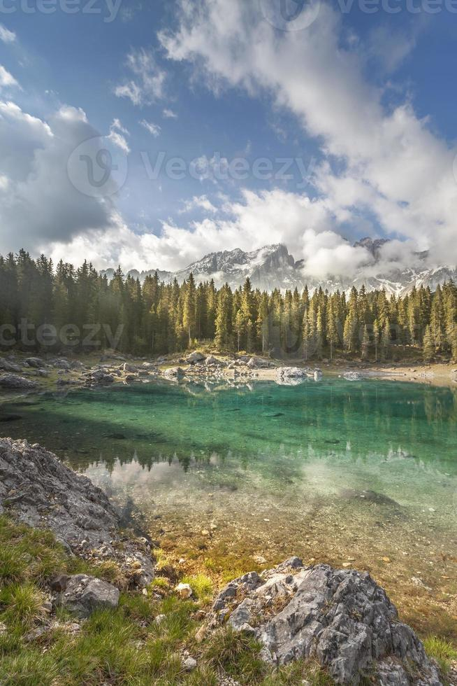 dolomites do lago Carezza foto