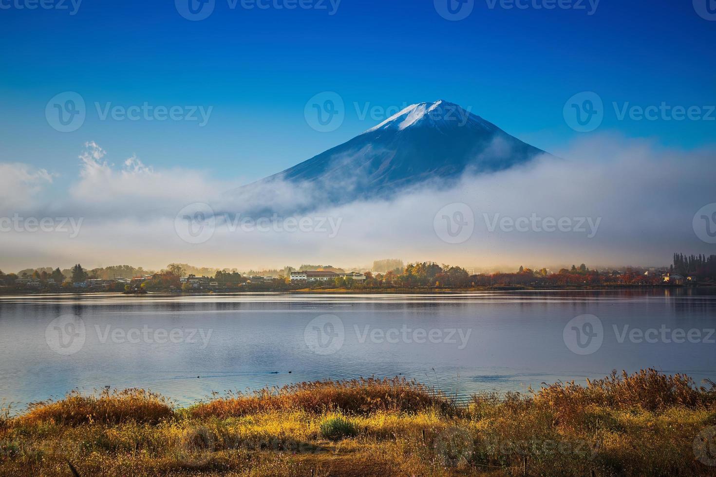 montanha fuji e lago kawaguchiko foto