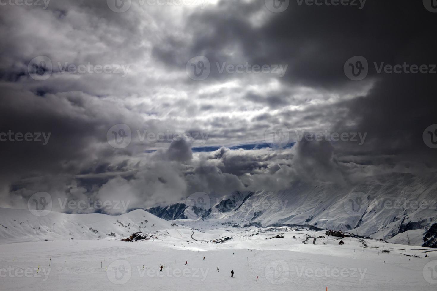 pista de esqui antes da tempestade foto