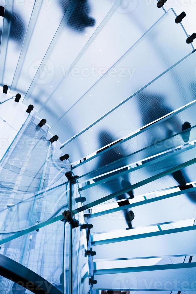 escada de vidro moderna foto