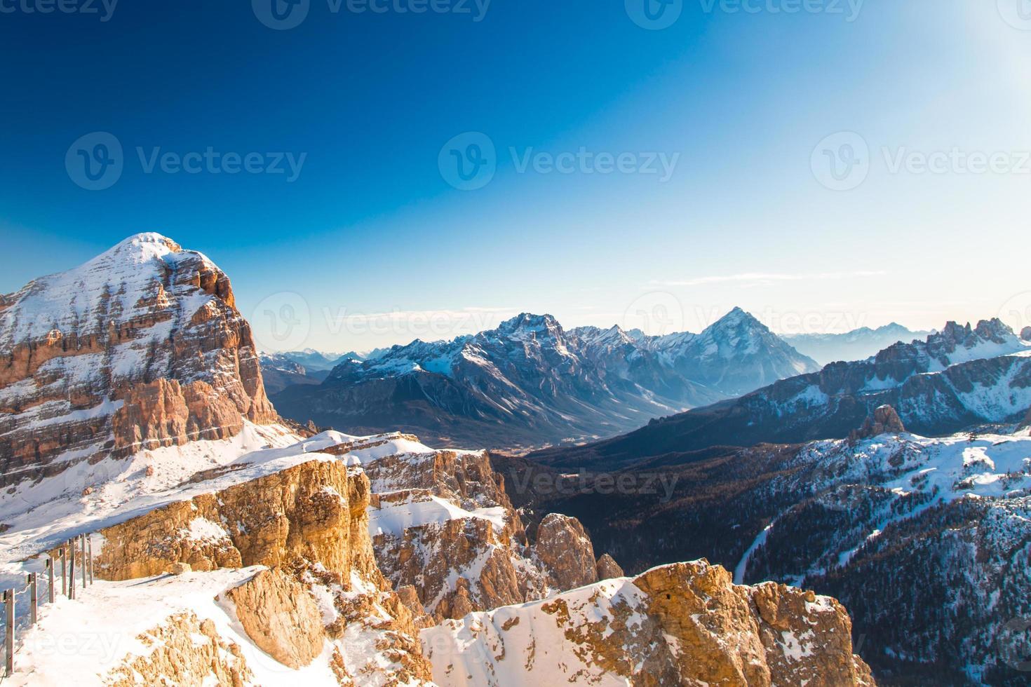 dolomiti italiano pronto para a temporada de esqui foto
