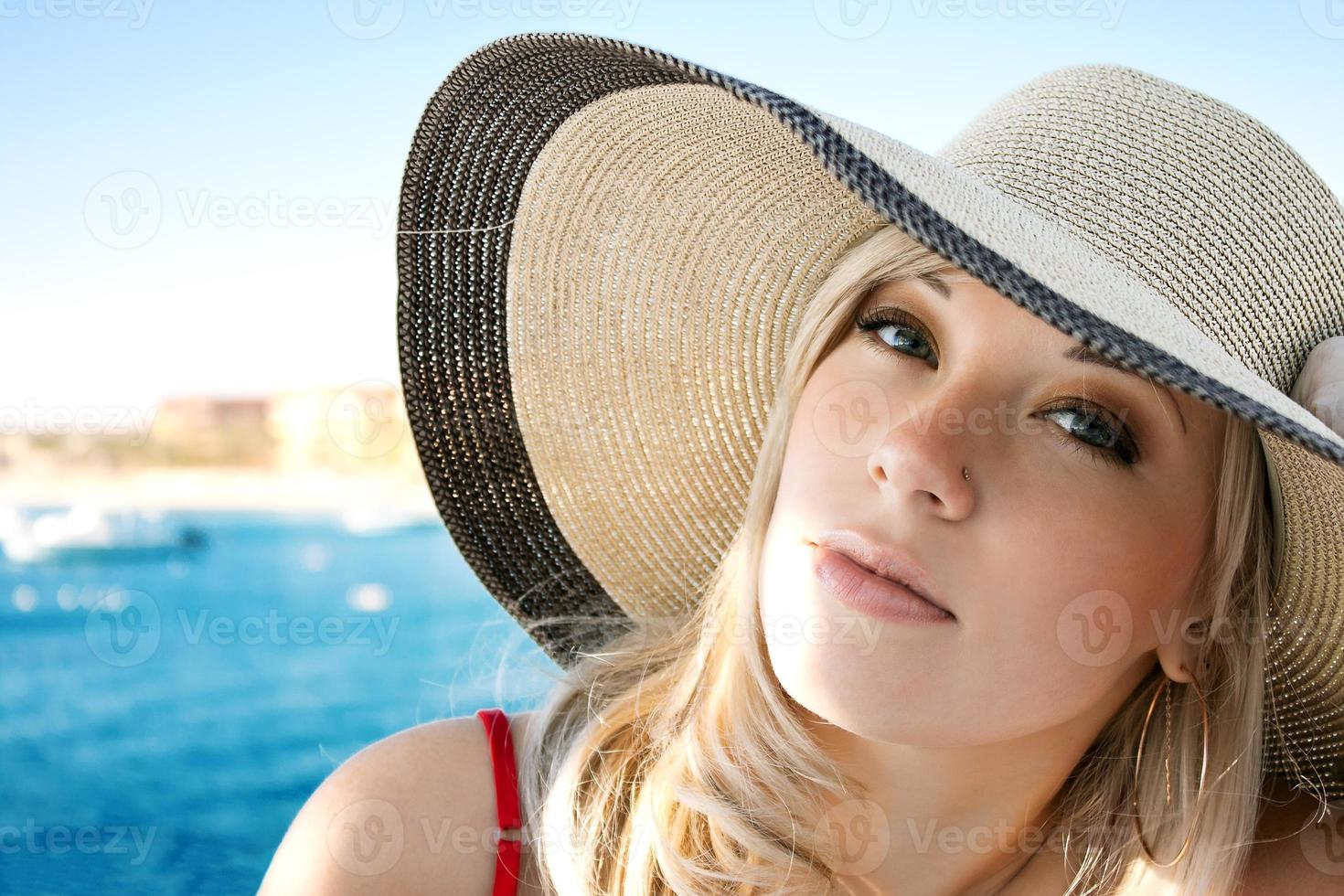 retrato da menina de chapéu foto