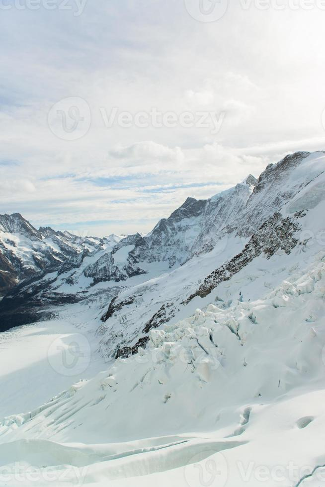 paisagem de montanha Alpes alpinos em jungfraujoch, topo da Europa Suíça foto
