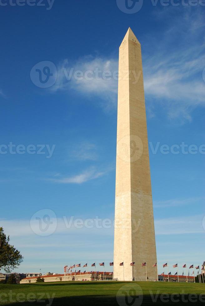 tiro vertical do monumento de washington foto