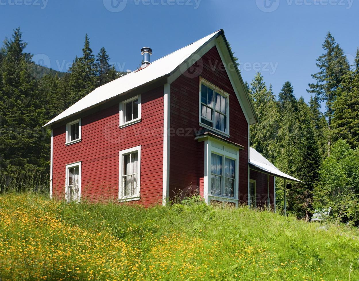 casa de montanha vermelha foto