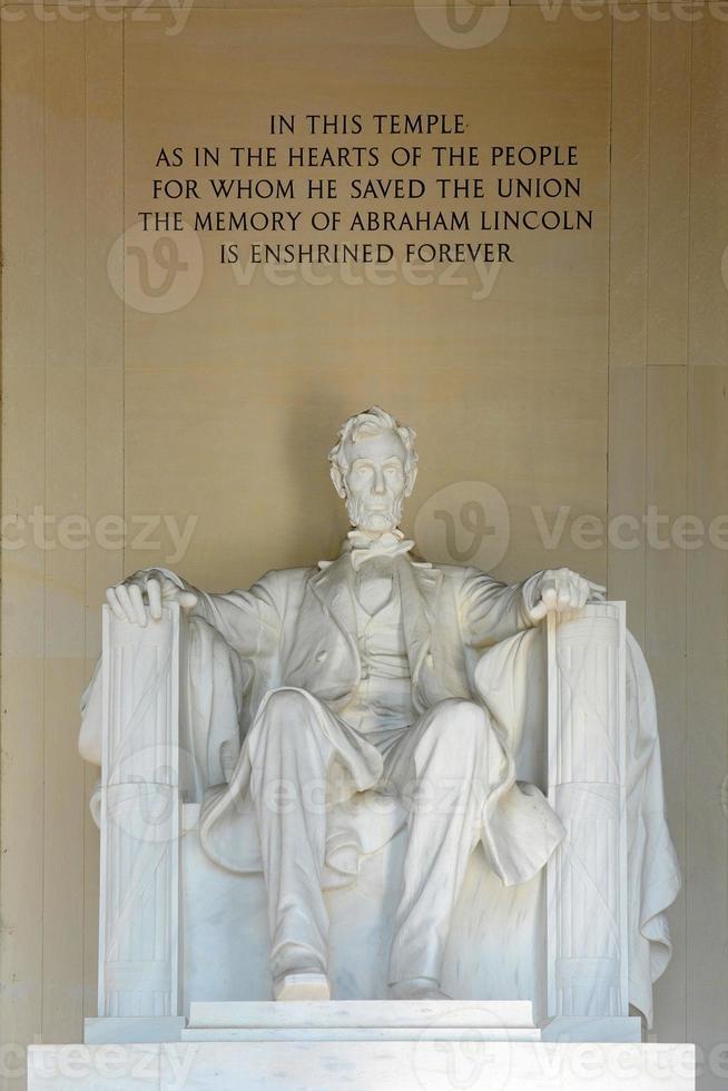 estátua de lincoln no memorial de lincoln, washington foto