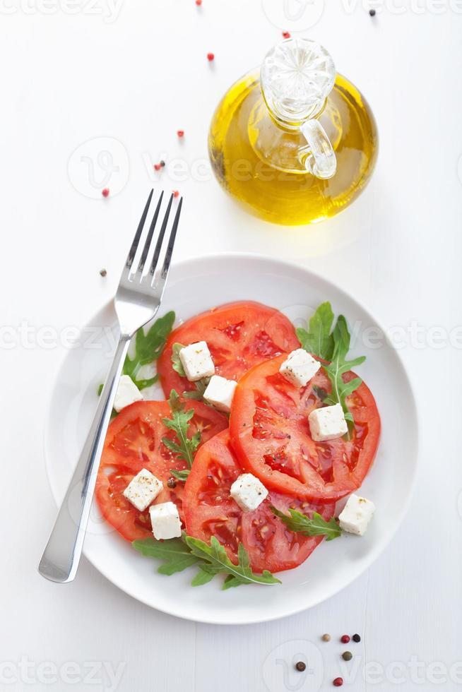 salada com tomate e queijo feta foto