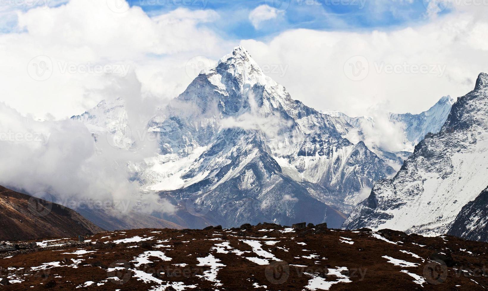 ama dablam peak, nepal foto