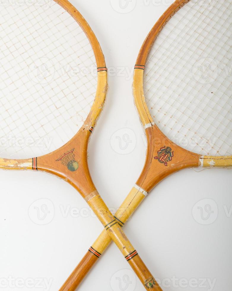 raquetes de badminton retrô de madeira com estampas artesanais foto