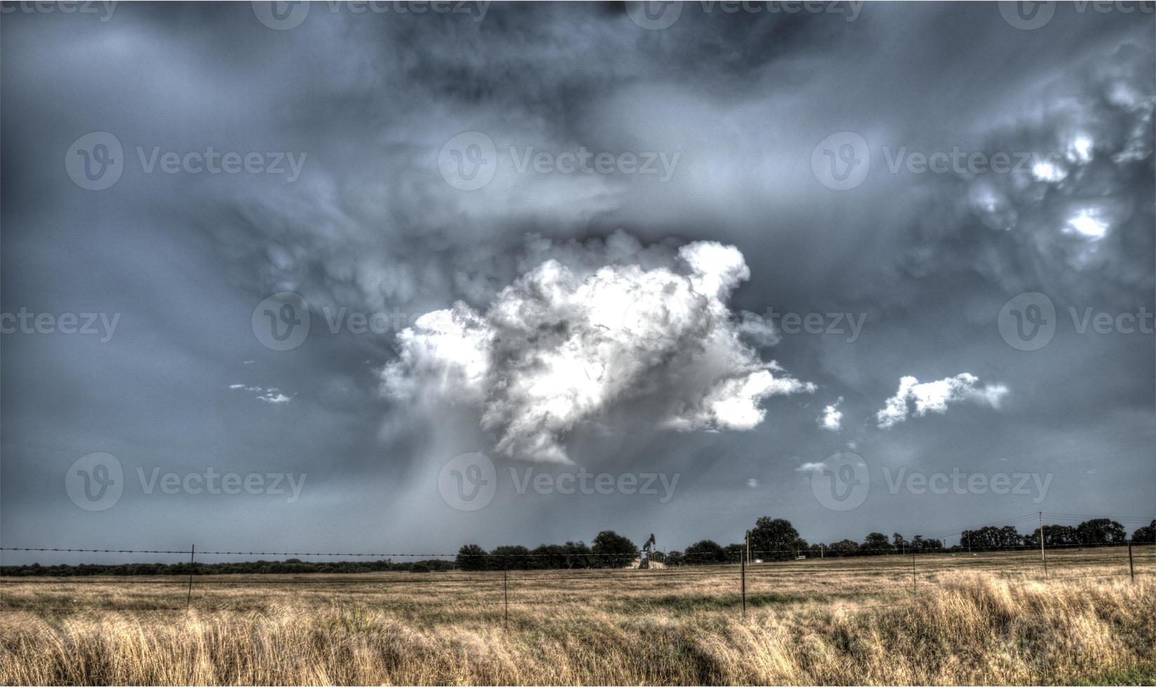 tornado formando em oklahoma foto