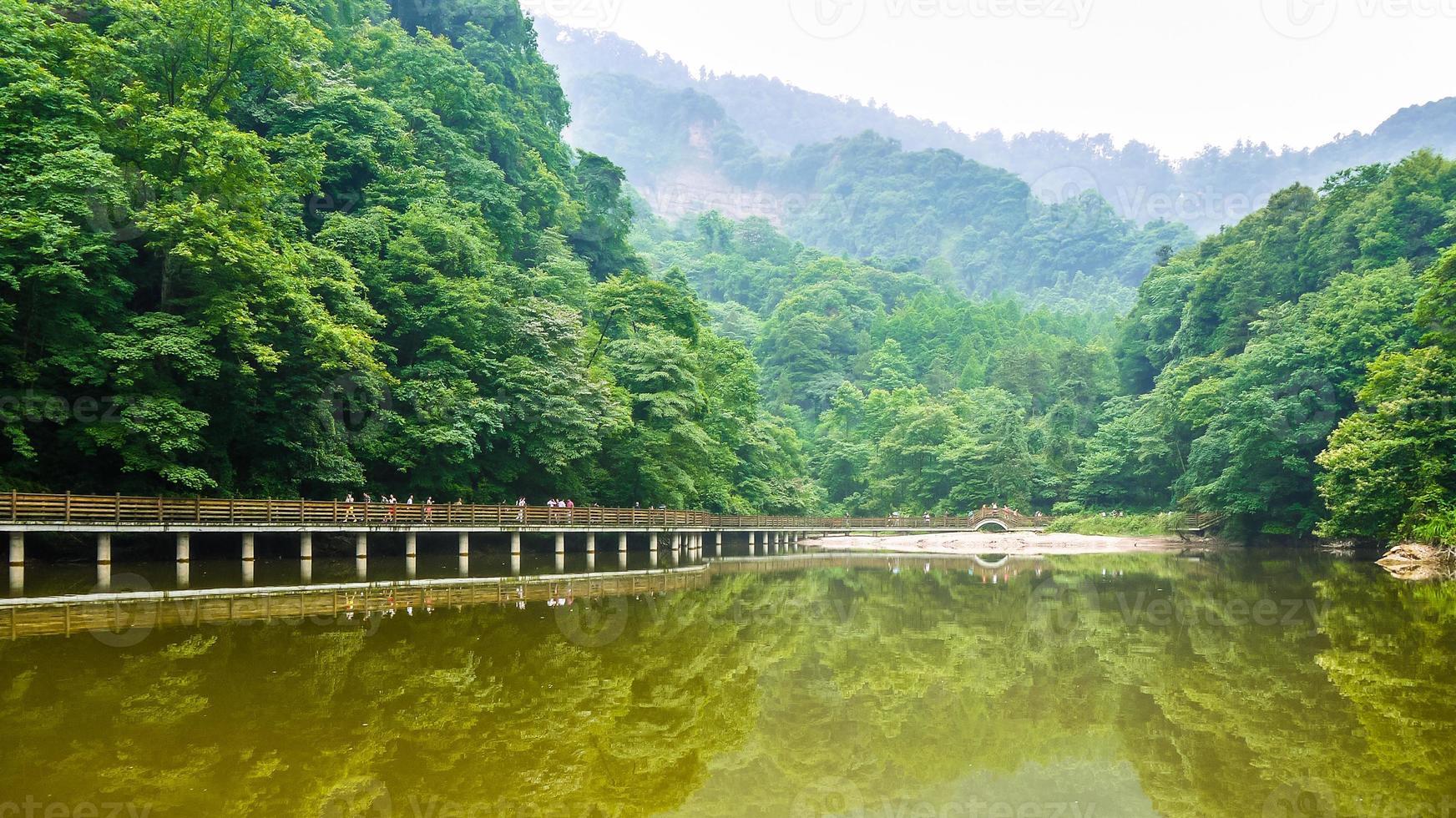 Lago yuecheng no monte qingcheng, china foto
