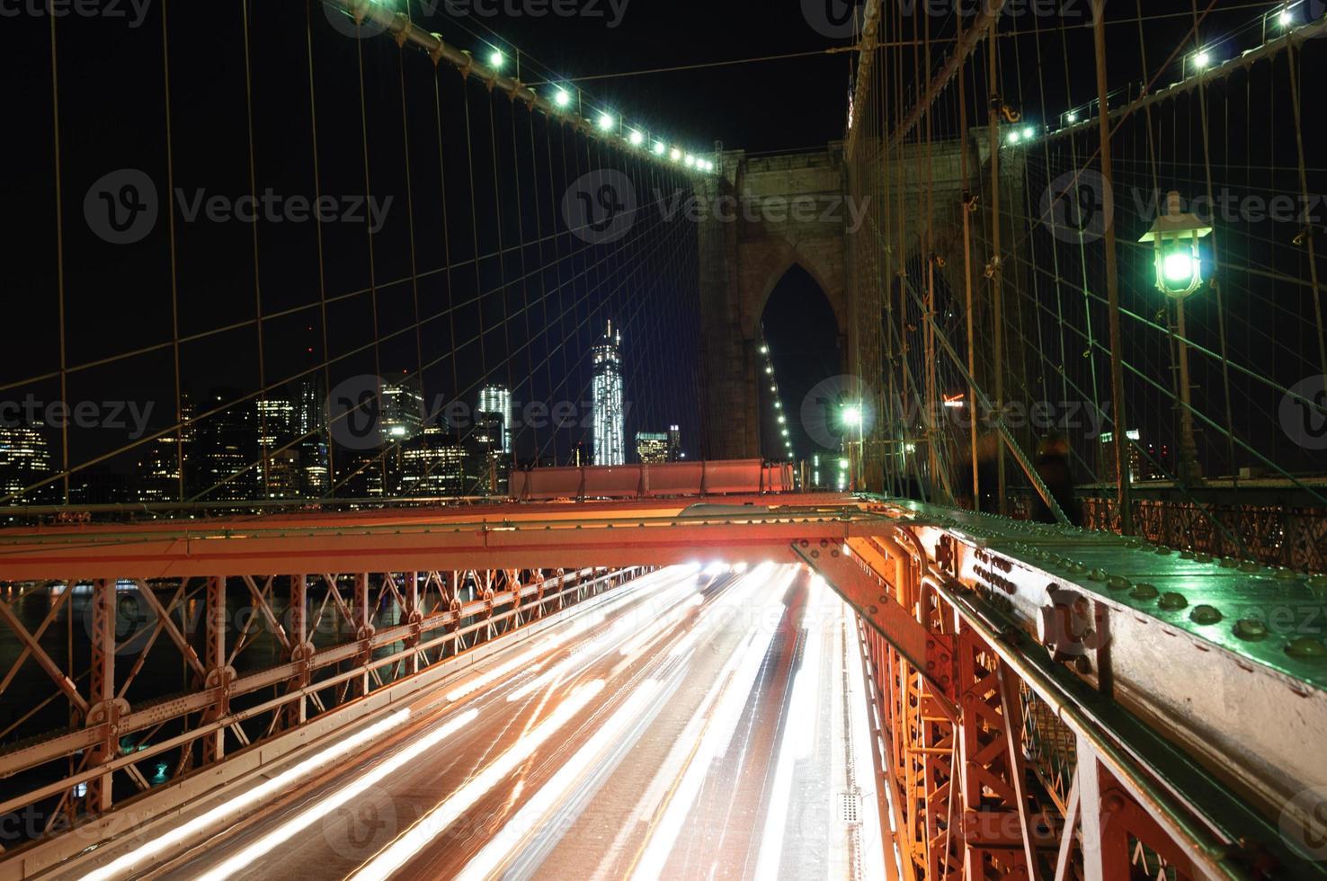 noite da ponte de brooklyn, nyc foto
