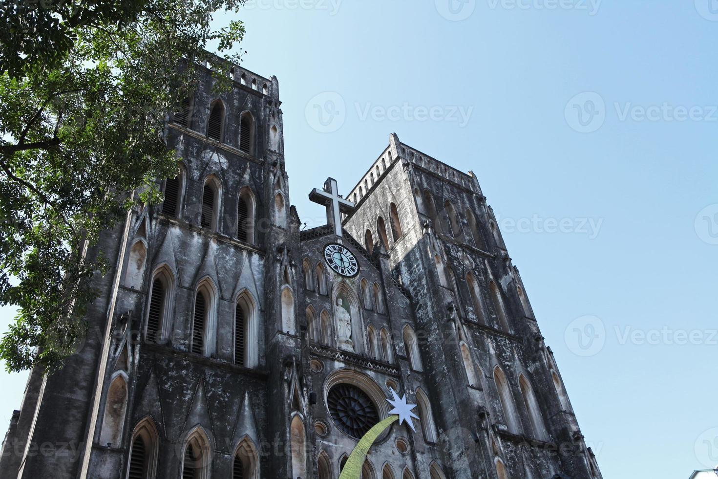 a grande igreja de hanoi foto