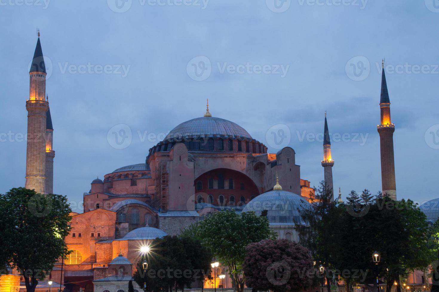 hagia sophia na hora azul, istambul, turquia foto