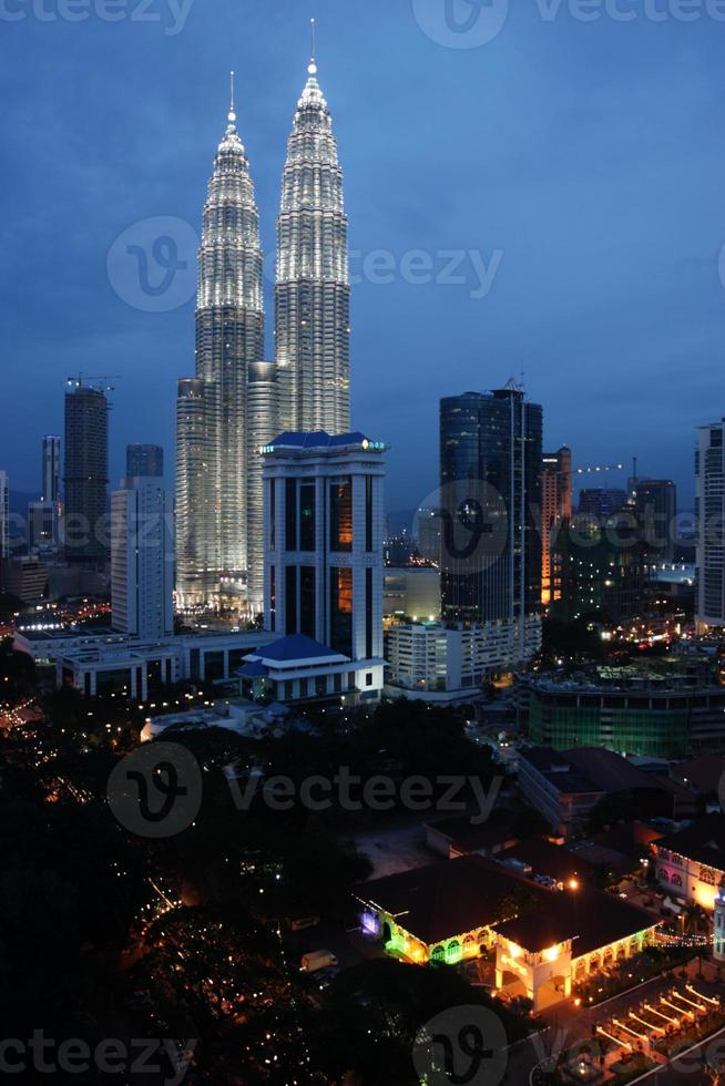 torres gêmeas petronas em kuala lumpur, na malásia. foto