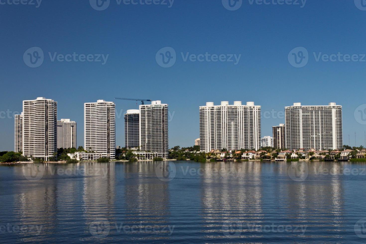 edifícios do condomínio em miami, flórida. foto