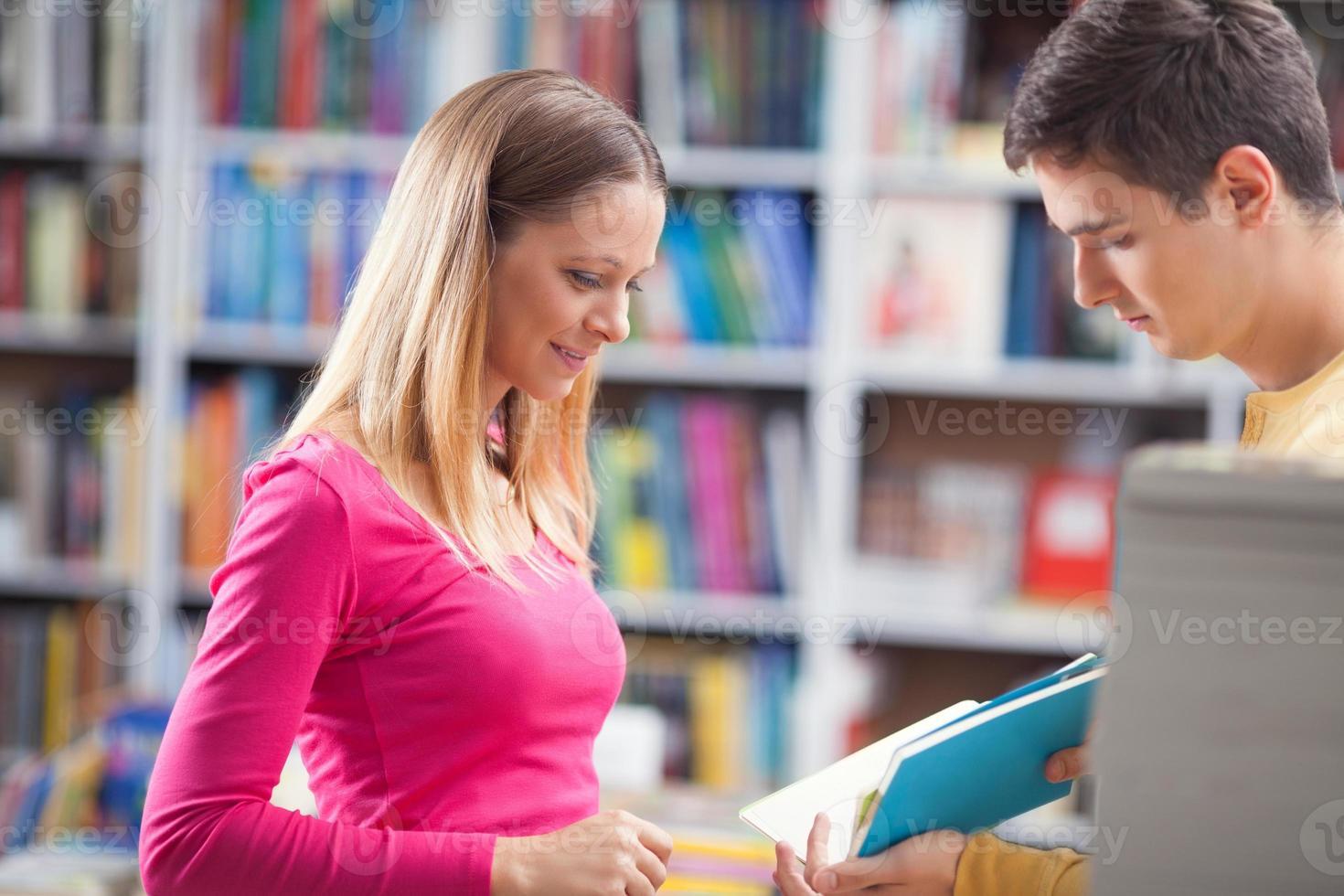 estudando juntos foto