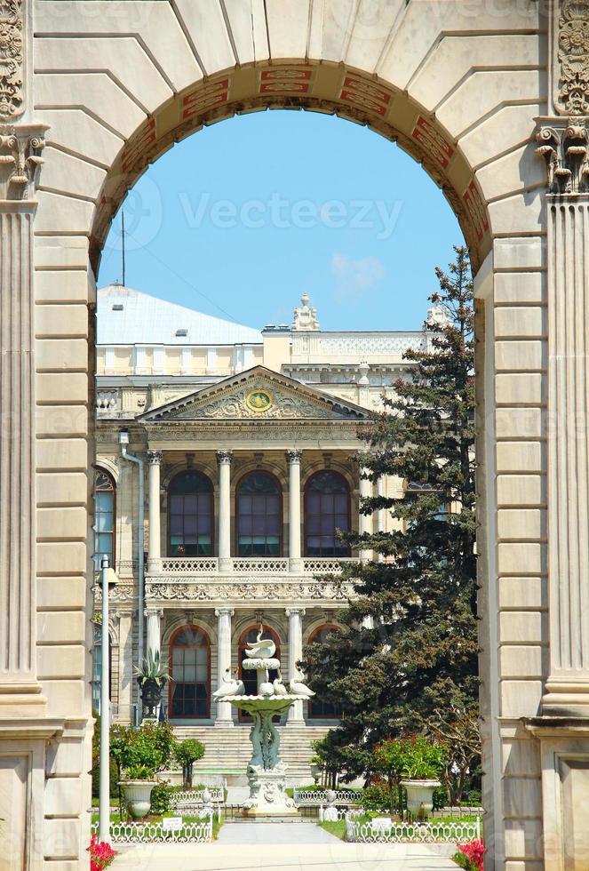palácio dolmabahce em istambul foto