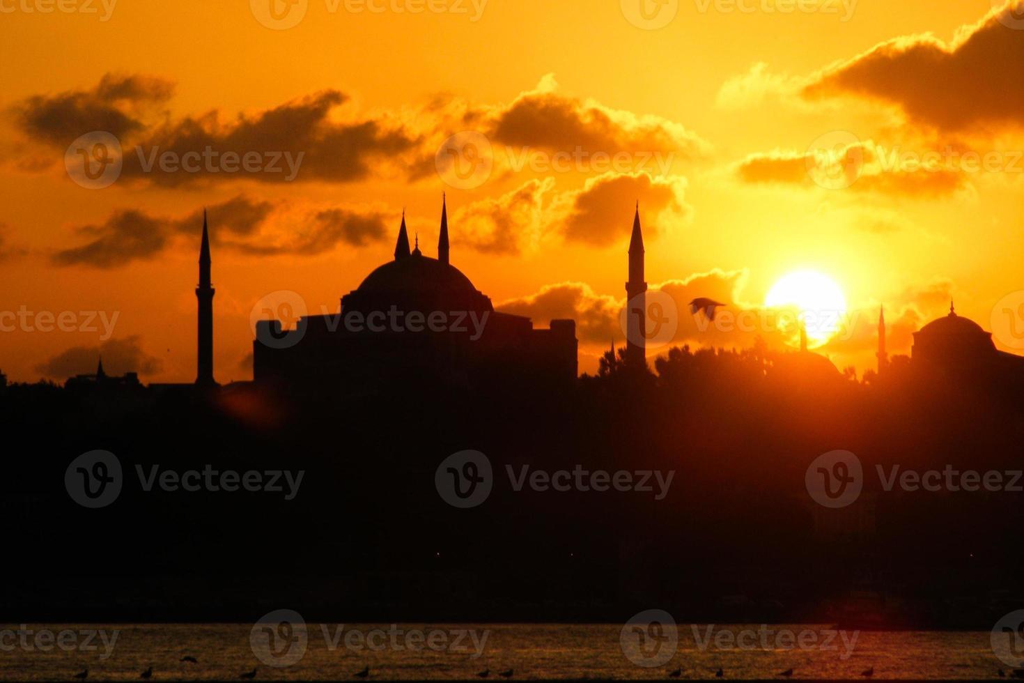 silhueta da cidade de Istambul Bósforo foto