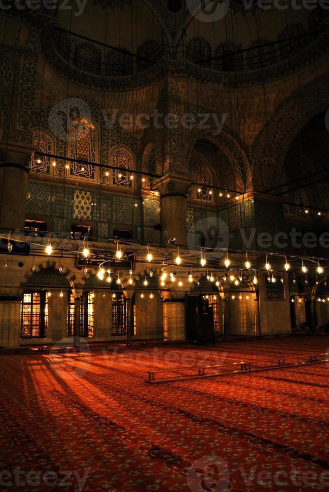 mesquita azul dentro de Istambul, Turquia foto