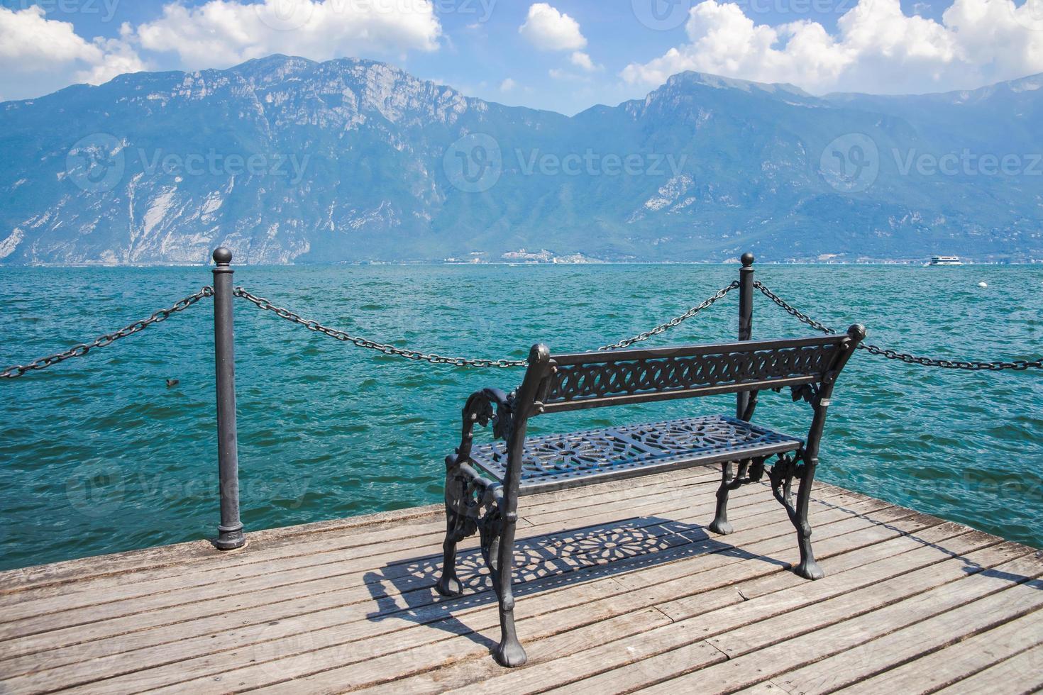 vista no lago de garda lago di garda, itália foto