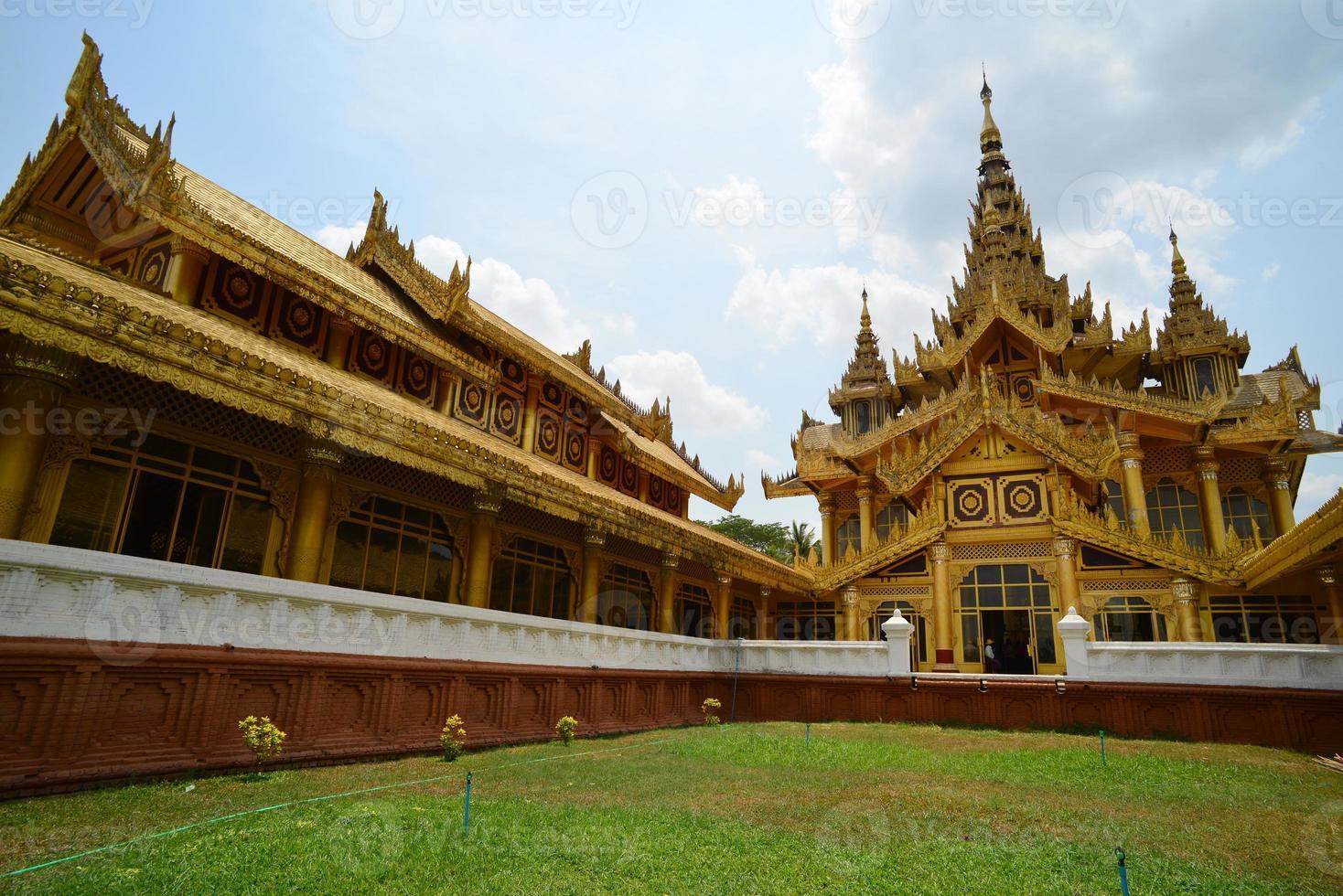 palácio dourado de kambawzathardi (palácio de bayinnaung) em bago, mya foto