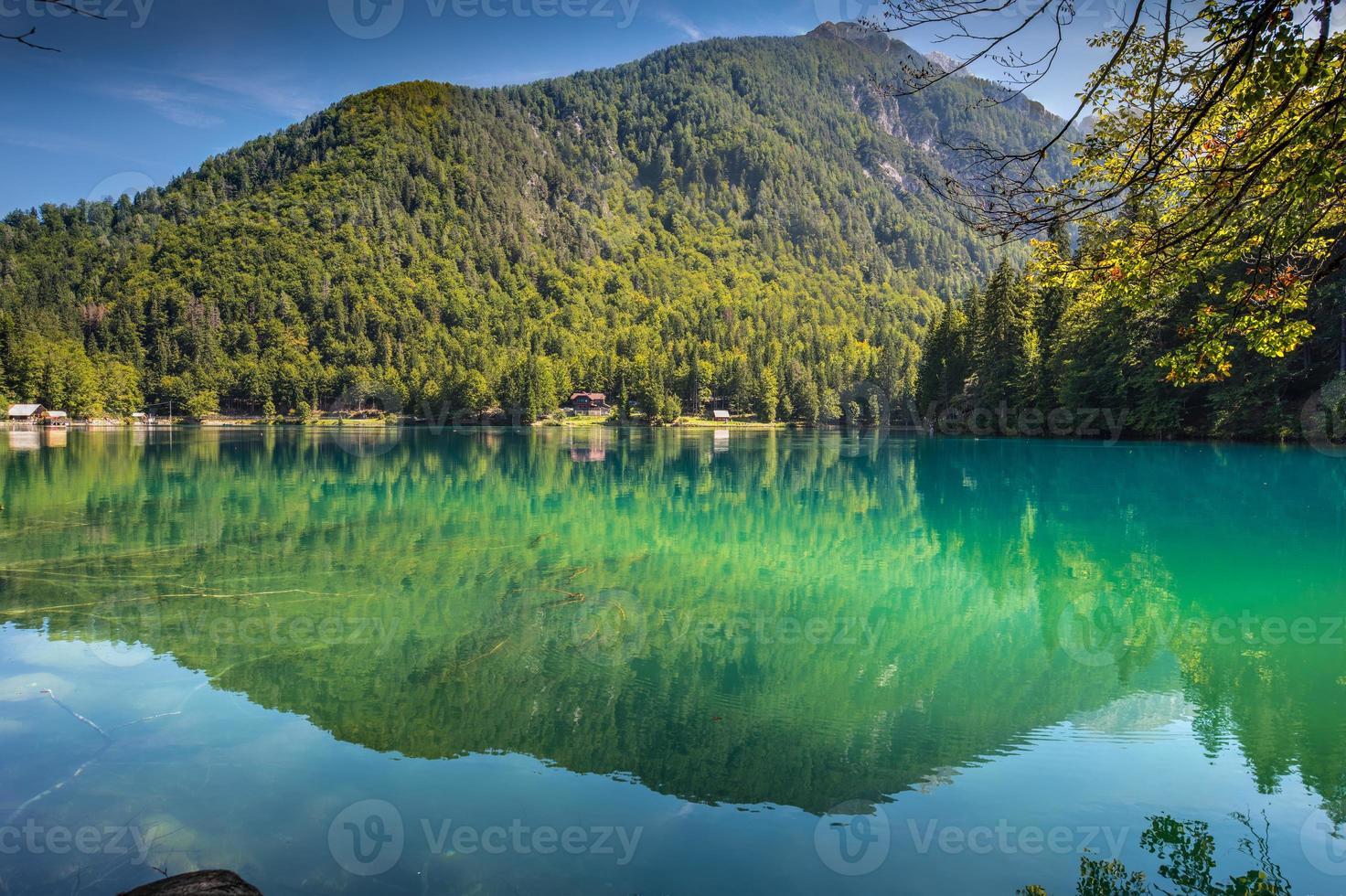 lago di fusine - lago mangart no verão foto