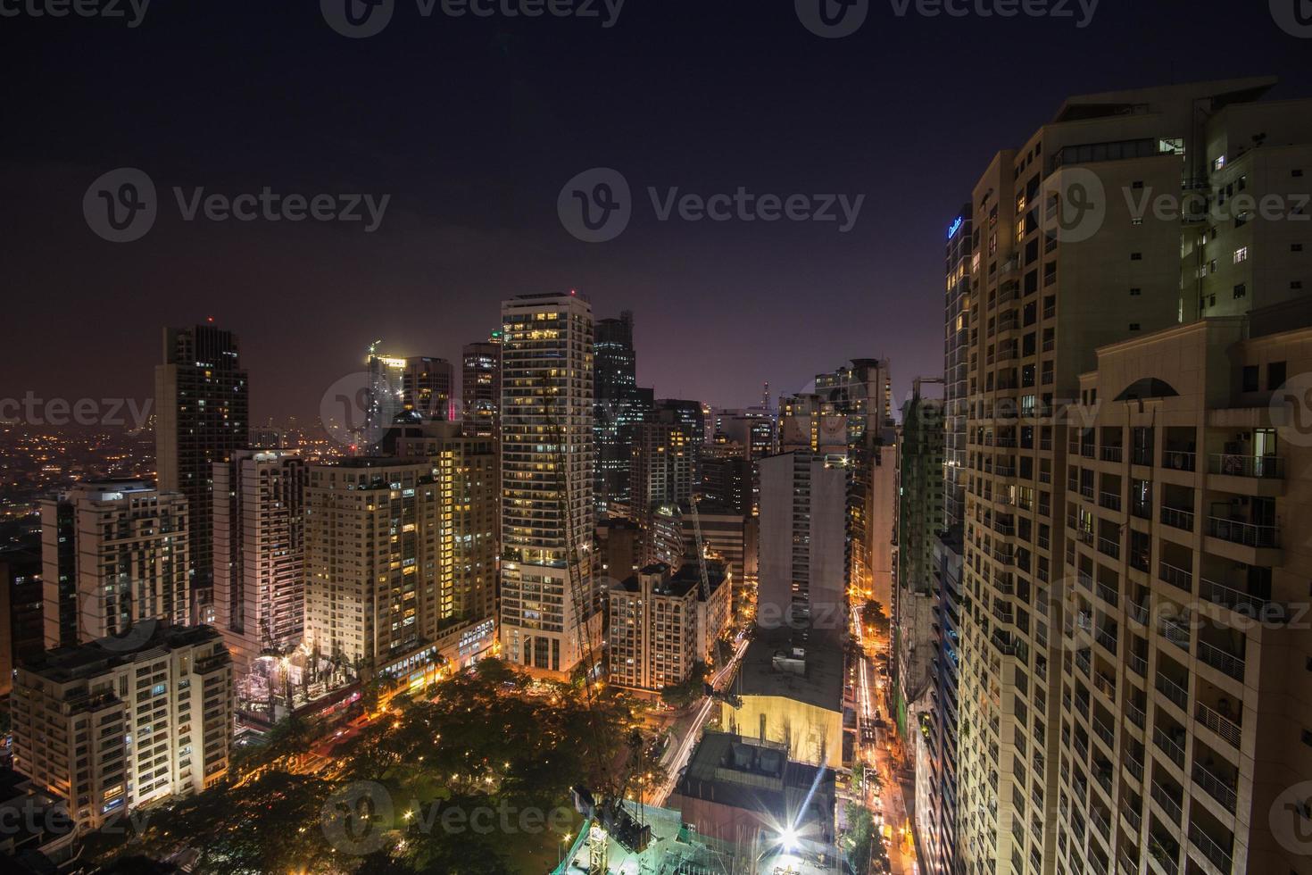 Cidade de Makati à noite foto