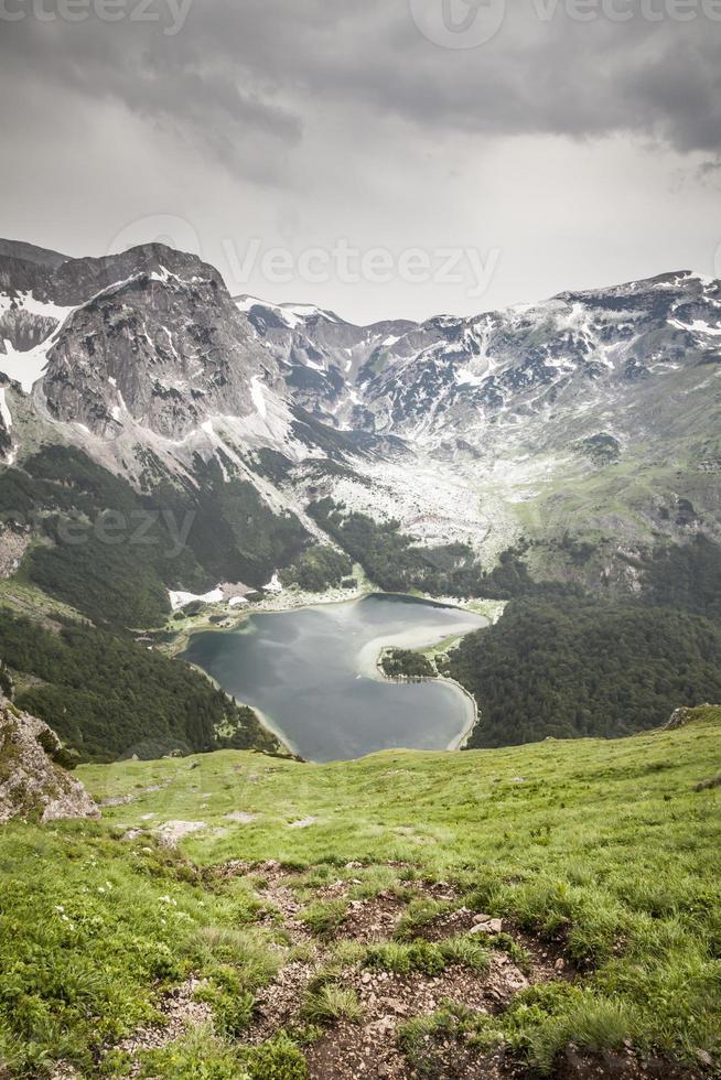 lago trnovacko, parque nacional sutjeska, bósnia e herzegovina foto