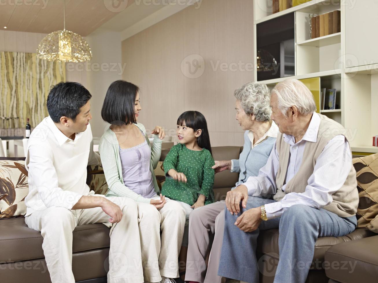 família de três gerações foto