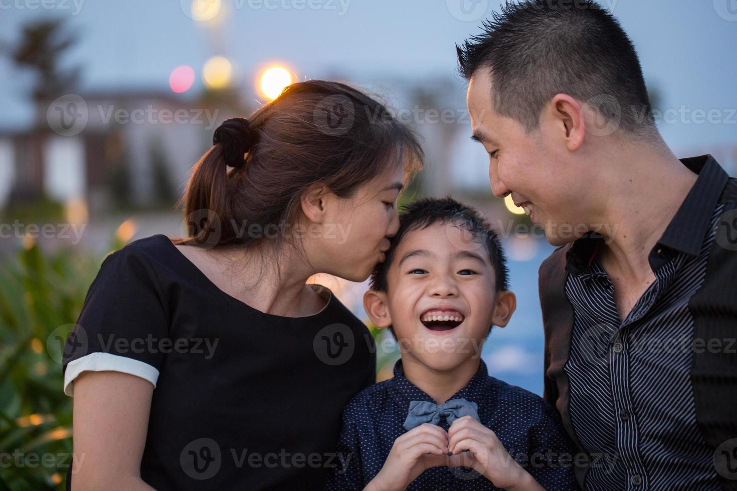 retrato de família asiático foto