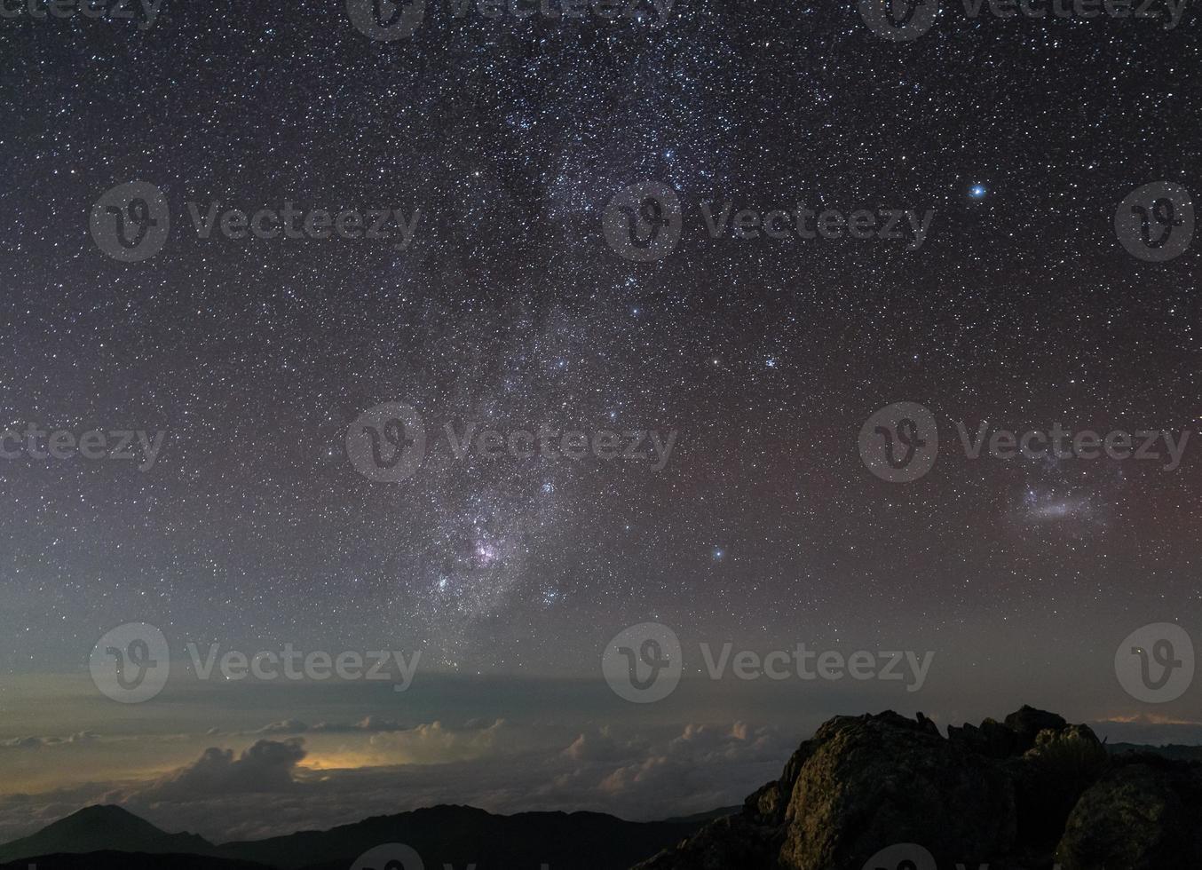 lindo céu noturno com estrelas e via láctea .merida, venezuela foto