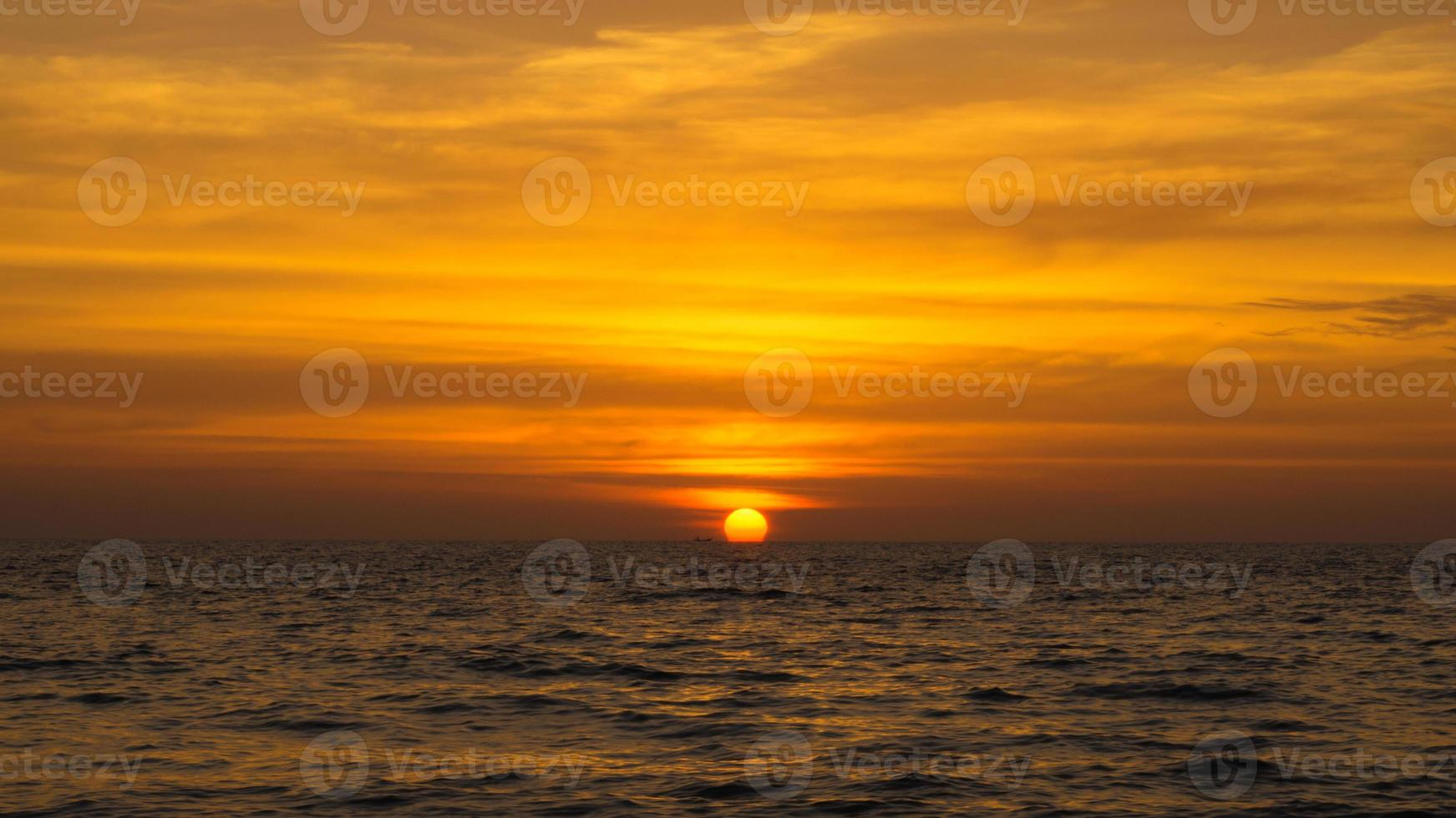 pôr do sol andaman. foto