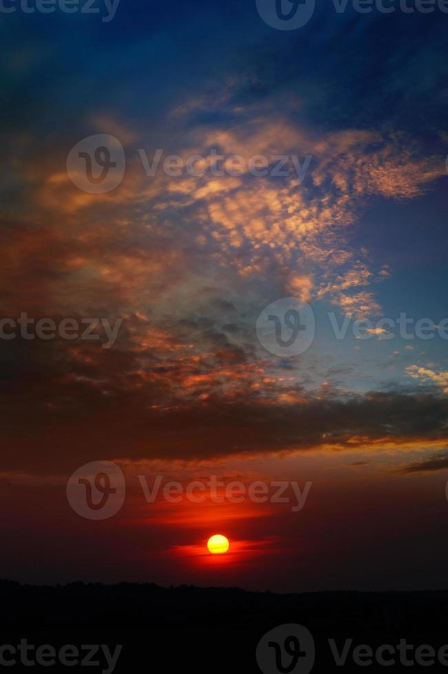 fundo por do sol vermelho foto