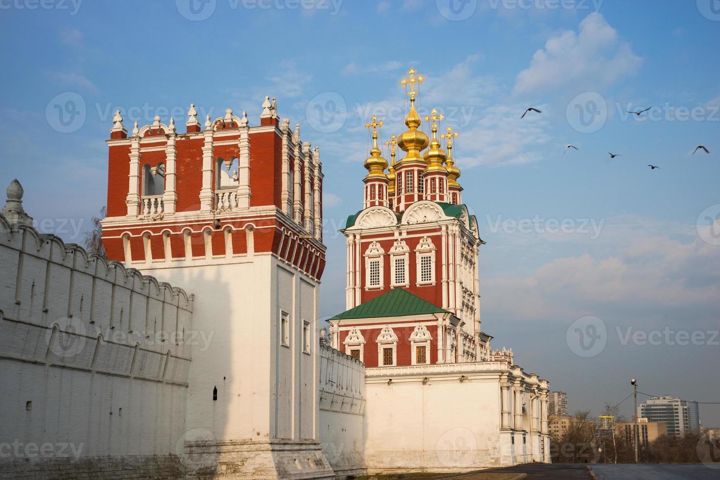 bela vista do convento novodevichy em Moscou, Rússia foto