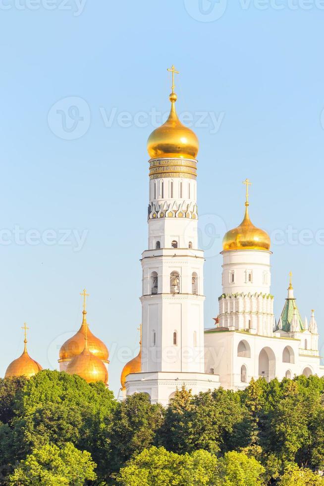 cúpulas douradas das igrejas ortodoxas em Moscou foto