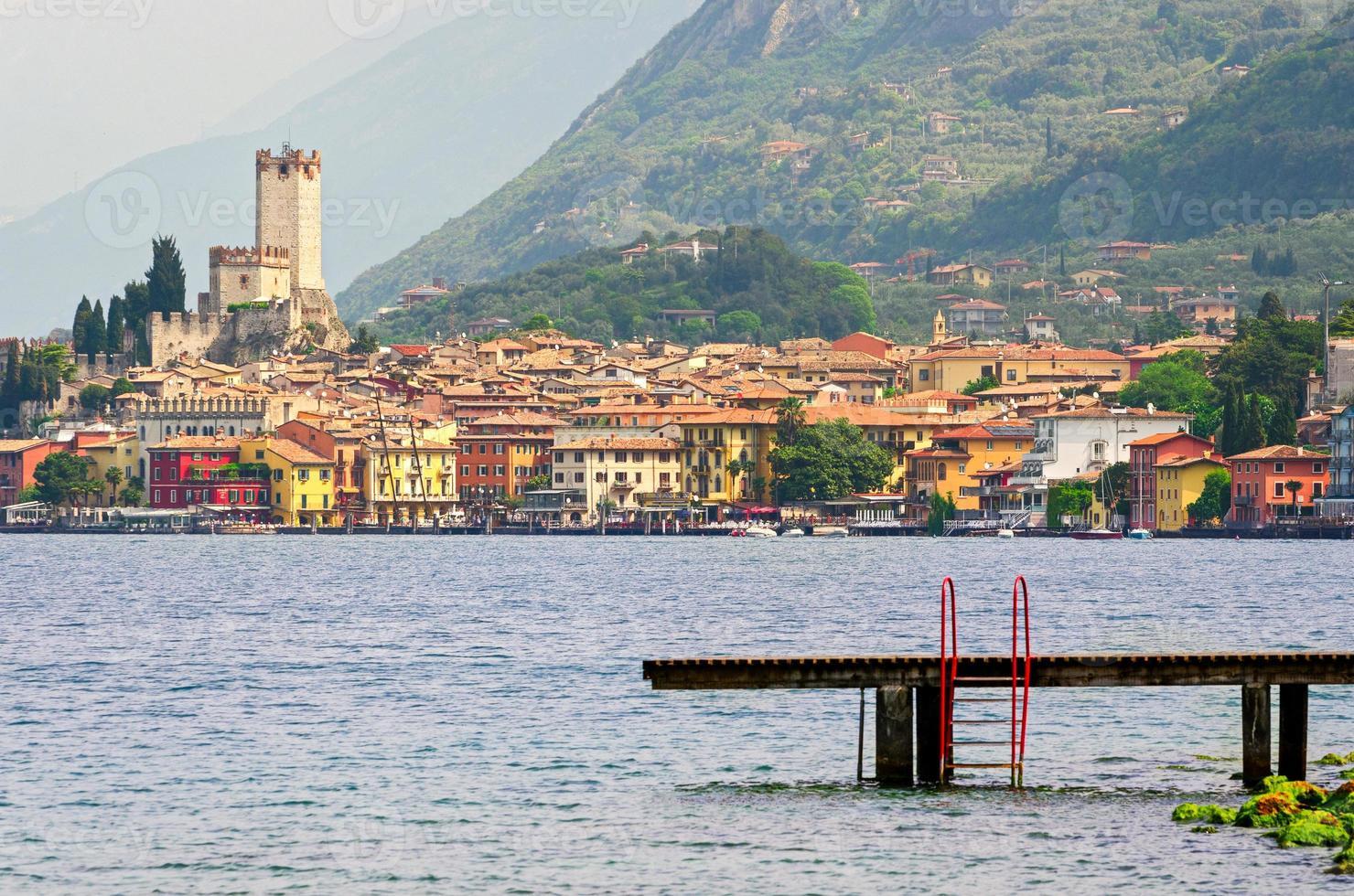 lago de garda, cidade de malcesine (veneto, itália) foto
