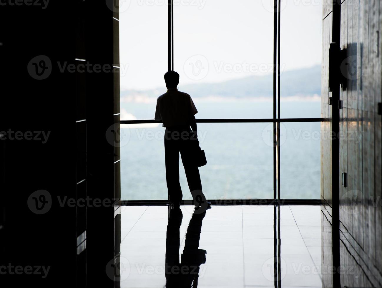 pessoas de negócios contra o windows foto