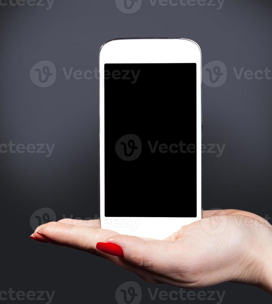 smartphone branco por um lado feminino foto